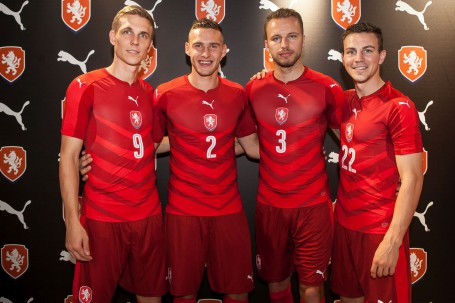 aeda63b57e5e96 ALL RED CZECH REPUBLIC HOME KIT LAUNCHED BY PUMA